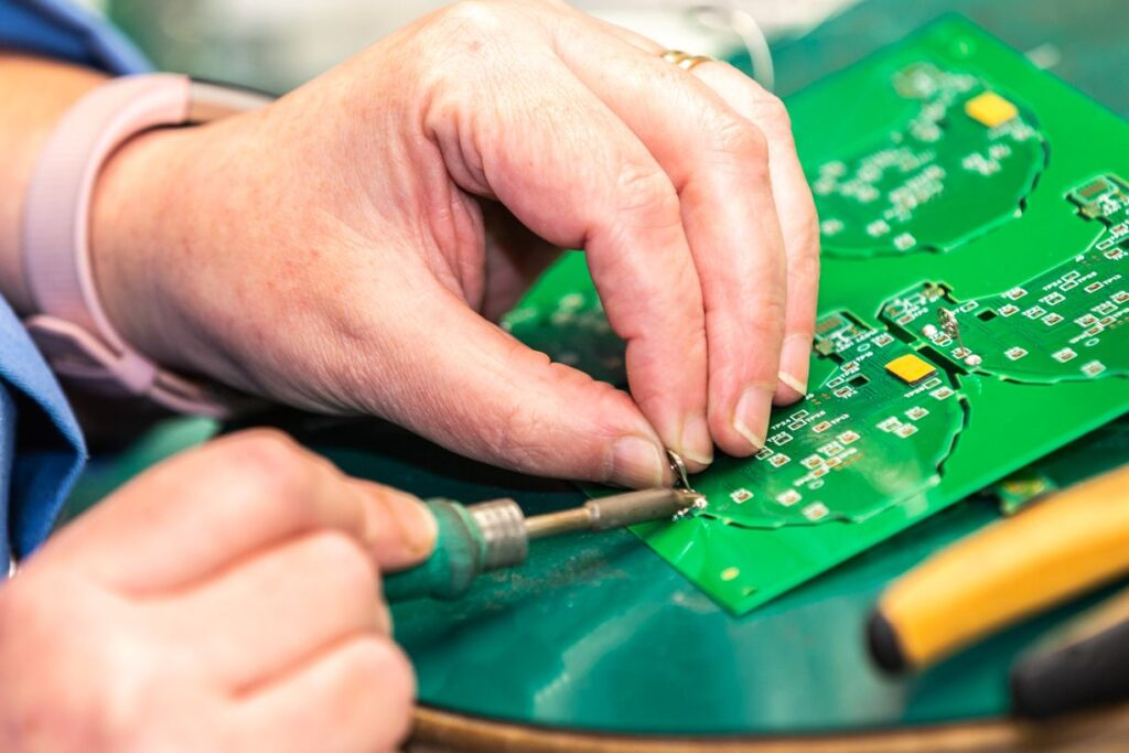 pcb assembly and soldering - electronic manufacturing - Smart Electronics Floor